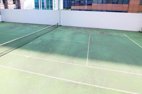 Tennis and/or squash facilities at Mistri Road Residences or nearby