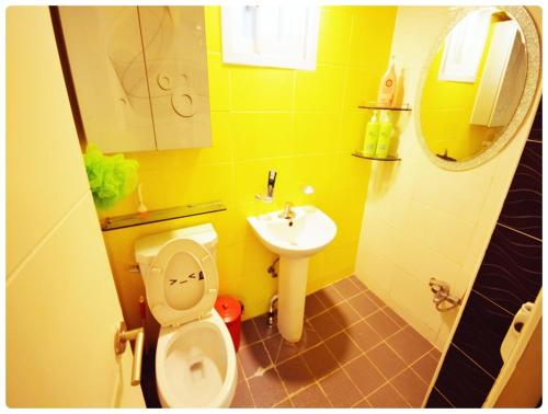 A bathroom at Han River Residence & Guesthouse