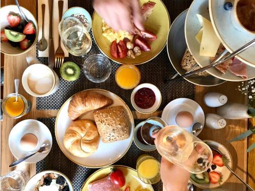 Завтрак для гостей Hotel Tuchhaus