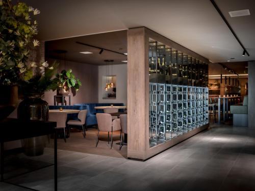 De lounge of bar bij Grenshotel de Jonckheer
