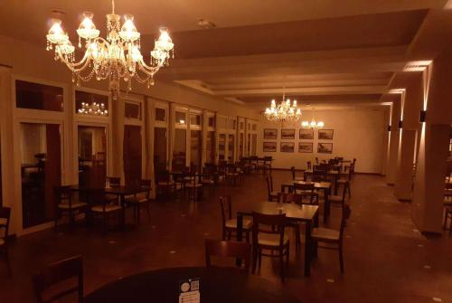 A restaurant or other place to eat at Howard Johnson Chascomus