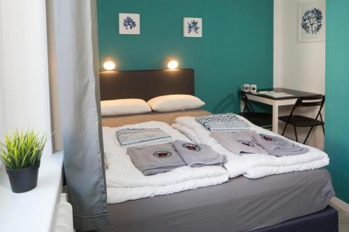 A bed or beds in a room at Flensbed Hostel & Boardinghouse