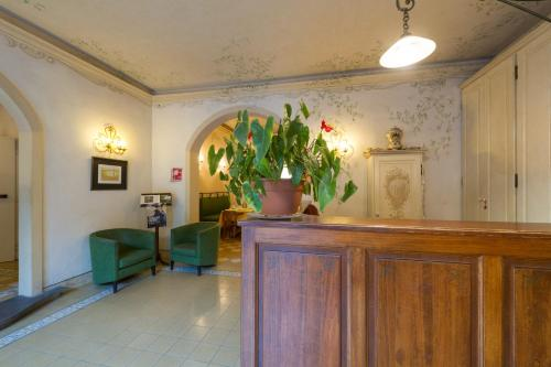 The lobby or reception area at Hotel Moderno