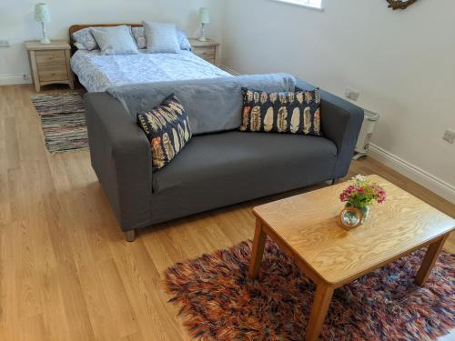 A bed or beds in a room at Two Moors Retreat