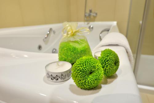 A bathroom at Hotel Spa Norat Torre Do Deza 4* Superior