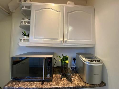 A kitchen or kitchenette at BEST ROOM