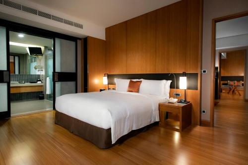 A bed or beds in a room at Silks Place Yilan