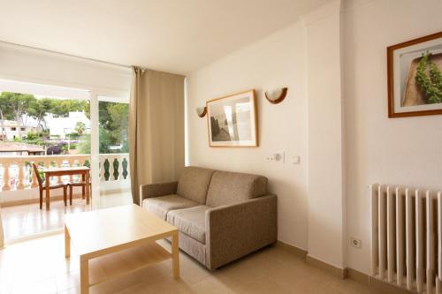Coin salon dans l'établissement Mallorca Rooms Peguera