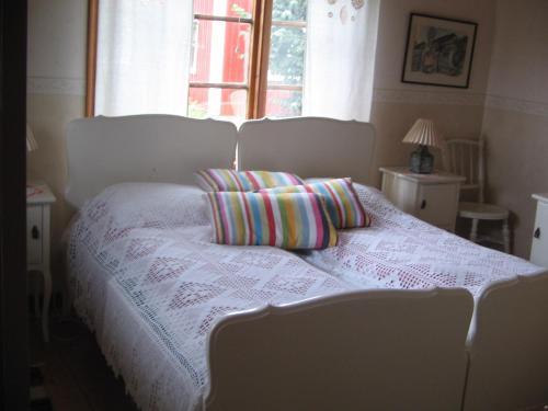 Säng eller sängar i ett rum på Backgårdens Turism & Kultur