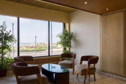 A seating area at Plaza Hotel Alexandria