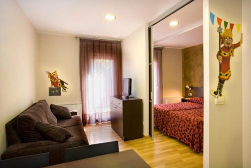 A seating area at Hotel La Perla D'Olot