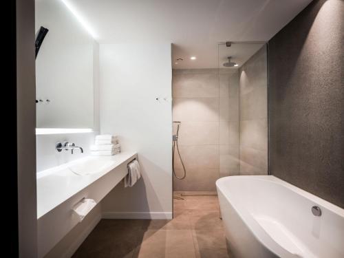 A bathroom at Hotel Van der Valk Maastricht