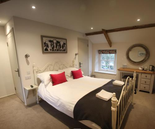 A bed or beds in a room at Carew Inn
