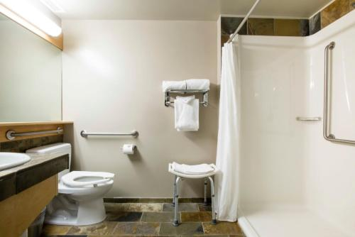 A bathroom at The Juniper Hotel & Bistro