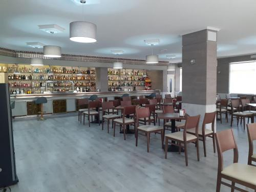 The lounge or bar area at Hotel Millan