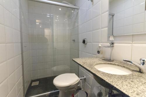 Um banheiro em Joy Hostel & Suítes