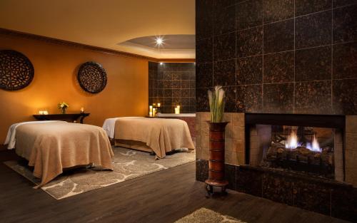 A bed or beds in a room at Seneca Niagara Resort & Casino