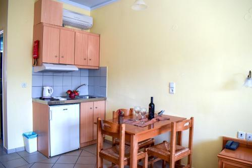 Кухня или мини-кухня в Kleoniki Mare