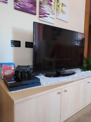 TV a/nebo společenská místnost v ubytování Sky Moda Appartamento