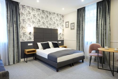 A bed or beds in a room at Apartamenty Klasztorna 25