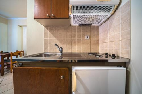 Cucina o angolo cottura di Porto Kalamaki Hotel
