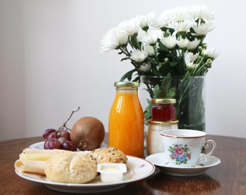 As opções de pequeno-almoço disponíveis para os hóspedes de Flattered to be in Tomar