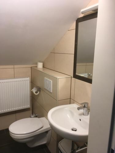 Ванная комната в Hotel-Pension zum Paradies