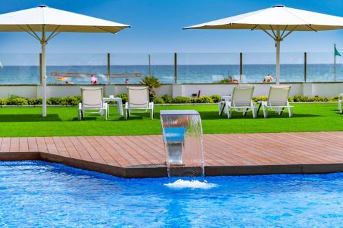 Бассейн в Hotel Playafels или поблизости