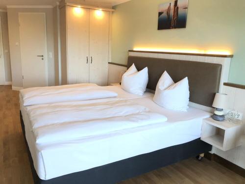 Ein Bett oder Betten in einem Zimmer der Unterkunft BE BIO Hotel be natural