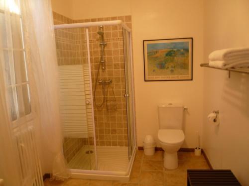 A bathroom at Chez Edèll