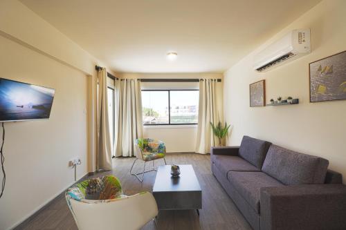 A seating area at Leucolla Hill & Sea