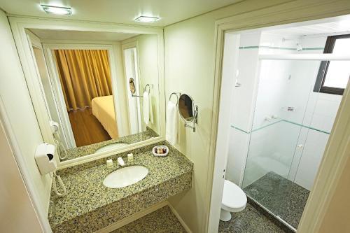 Um banheiro em Swan Porto Alegre
