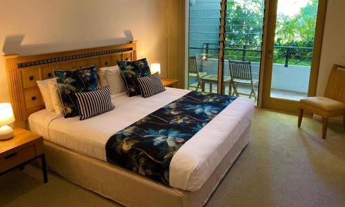 A bed or beds in a room at Sanctuary Palm Cove