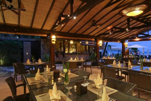 A restaurant or other place to eat at Two Seasons Boracay Resort
