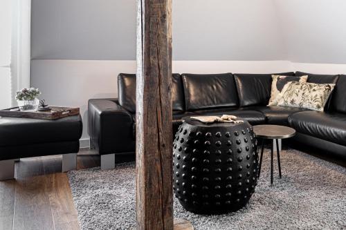 A seating area at Luxus Design-Loft und Apartment im Villenviertel