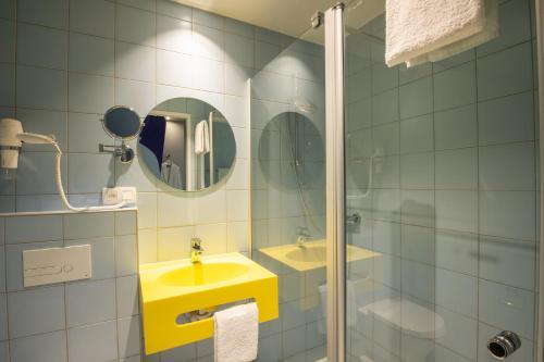 A bathroom at prizeotel Antwerp-City