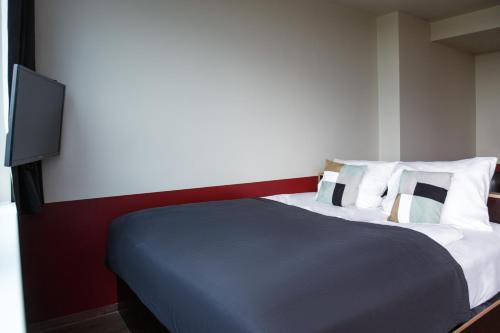 A bed or beds in a room at numa l Base Apartments