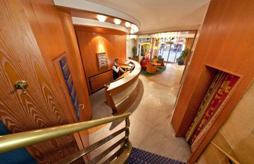 The lobby or reception area at Novum Hotel Boulevard Stuttgart City