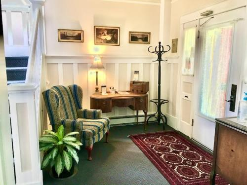 A seating area at Douglas Guest House