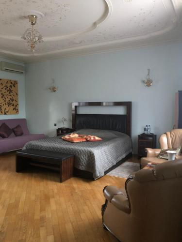 A bed or beds in a room at Gala Luxe