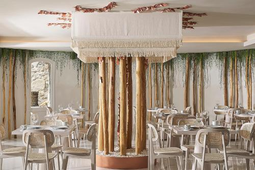 A restaurant or other place to eat at Palladium Hotel