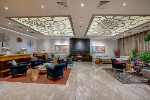 De lobby of receptie bij Grandeur Hotel Al Barsha