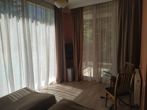 Гостиная зона в Nunisi Forest Hotel & SPA
