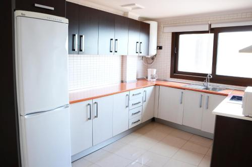 A kitchen or kitchenette at Cotillo Ocean View