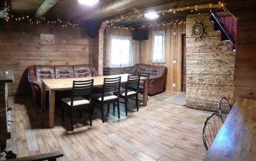 Restoran või mõni muu söögikoht majutusasutuses Pärnamäe Holiday House