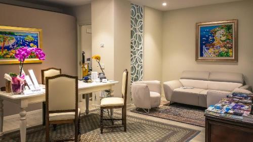 Ein Sitzbereich in der Unterkunft Hotel Relais Agli Olivi