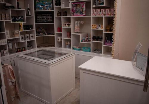 A cozinha ou cozinha compacta de La Perla Hotel