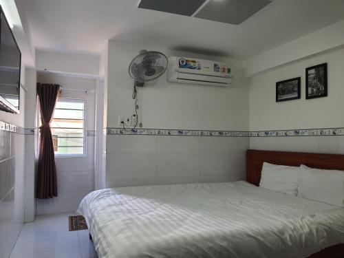A bed or beds in a room at Gia Vinh