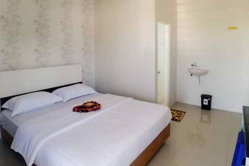 A bed or beds in a room at Griya Mulya Batu