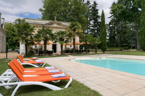 The swimming pool at or near Hôtel Chateau Golf des Sept Tours by Popinns